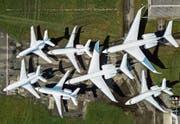 WEF-Flugzeuge parkieren in Altenrhein (Bild: Tino Dietsche)