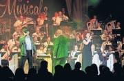 Gänsehaut-Moment: Die Melodia gibt mit Brigitte Oelke und Thomas Straumann das Lied des unterdrückten Volkes aus «Les Misérables» zum besten. (Bild: Corina Tobler)