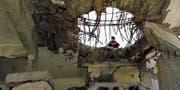 Tausende Bombenangriffe hat die saudische Luftwaffe seit Kriegsbeginn geflogen. Sie zerstörte die zivile Infrastruktur und löste damit eine humanitäre Katastrophe aus. (Bild: Yahya Arhab/EPA (Sanaa, 7. Oktober 2017))