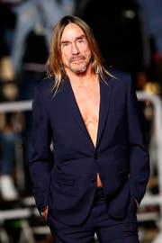 Ein Bild mit Seltenheitswert: Iggy Pop 2016 im Anzug - natürlich ohne Hemd. (Bild: SEBASTIEN NOGIER (EPA))