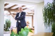 Hannes W. Keller in seinen Büroräumlichkeiten. (Bild: Urs Bucher)