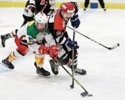 Die Playoff-Serie zwischen Wil und Frauenfeld ist auf dem Eis umstritten, daneben gehässig. (Bild: Mario Gaccioli)