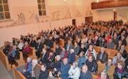 Grossaufmarsch zur vierten Bürgerversammlung für Zweitwohnungsbesitzer in der katholischen Kirche Alt St. Johann. (Bilder: Adi Lippuner)