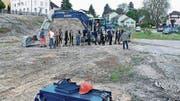 Vertreter von Investoren, Bauunternehmen und Stadt eröffnen die 8000 Quadratmeter grosse «Löwengarten»-Baustelle. (Bild: Fritz Bichsel)