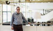 Angefangen hat er mit einer leeren Fabrikhalle. Nun verlässt Wolfgang Giella sein bisher grösstes Projekt, die Hochschulbibliothek in Winterthur. (Bild: Sabrina Stübi)