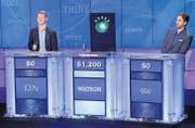 Der Computer Watson besiegt im Jahr 2011 die Kandidaten Ken und Brad im TV-Quiz Jeopardy. (Bild: ap/Seth Wenig)