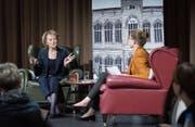 Keine Verwaltungsratsmandate: Eveline Widmer-Schlumpf im Werk 1 neben Moderatorin Susanne Vincenz-Stauffacher. (Bild: Ralph Ribi)