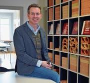Andrea Martini, Geschäftsleiter der Brauchli Ziegelei, im Bürogebäude in Berg. (Bild: Mario Testa)