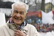 Fröhlicher Präsident: Hannes W. Keller im Stadion Schützenwiese, dessen Stehtribünenbau 2014 er mitfinanzierte. (Bild: Alessandro Della Bella/KEY (Winterthur, 15. April 2012)