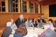 Zusammenarbeiten in Uttwil: Verschiedene Arbeitsgruppen stellen ihre Resultate vor. (Bild: Trudi Krieg)