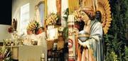 Reich geschmückt: Die beiden Priester Willy Bolliger und Thomas Graber leiten einen Gottesdienst in der Kirche der St. Michaelsvereinigung. (Bild: Helio Hickl)