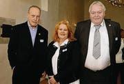 Wolfgang Kuchler, Sonja Wiesmann und Gastropräsident Ruedi Bartel. (Bild: Nana do Carmo / TZ)