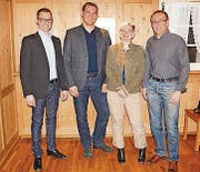 Simon Seelhofer mit Marcel Dobler und den neugewählten Vorstandsmitgliedern Louise Blanc Gähwiler und Heinz Wellauer (von links). (Bild: pd)