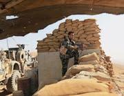Peschmerga-Kämpfer in einer Stellung in der Region Mossul. (Bild: Khalid Mohammed/AP ( 21. Oktober 2016))