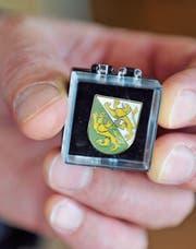 Diesen Pin tragen viele Thurgauer Politiker stolz – er stünde wohl auch einer Bundesrätin. (Bild: Nana do Carmo)