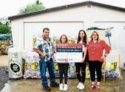 Familie Etter mit dem Umweltpreis im Metallrecycling. (Bild: PD)