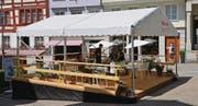 Der vorübergehend aufgerichtete Pavillon auf dem Bärenplatz wird als Sommercafé genutzt.