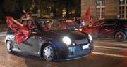 ST. GALLEN 19.06.16 - Fans der albanischen Fussballnationalmannschaft feiern den 1:0 Sieg gegen Rumänien an der Europameisterschaft 2016 in der Innenstadt von St. Gallen. © Benjamin Manser / TAGBLATT (Bild: Benjamin Manser (Benjamin Manser))