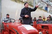 Gantrufer Bruno Furrer zwischen einem Bucher und einem Fahr D88. (Bild: Ruth Bossert)