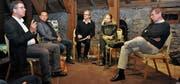 Daniel Gut, Niklaus Lippuner, Thomas Gnägi, Anja Nora Schulthess und Benedikt Loderer (von links) auf Schloss Werdenberg im Gespräch über das Werdenberg. (Bild: Ursula Wegstein)