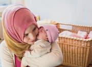 Überwältigende Liebe zwischen Mutter und Kind: Adiba mit ihrem Baby. (Bild: Andrea Stalder (Andrea Stalder))