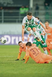 Albert Bunjaku bringt den FC St. Gallen gegen die Grasshoppers früh in Führung. (Bild: Urs Bucher)