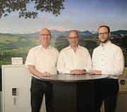 Hans-Peter Ramsauer übergab die Firmenverantwortung an seinen Sohn Fabian (r.). Neuer Geschäftsführer ist Markus Zimmermann. (Bild: H9)