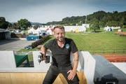 Im Endspurt: Für den Aufbau der Fest-Infrastruktur haben viele Appowila-Mitglieder zwei Wochen Ferien genommen, auch Präsident Martin Tschirren. (Bild: Hanspeter Schiess)