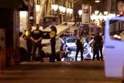Ermittlungen am Ort, wo mehrere Menschen bei einer Terrorattacke zu Tode gefahren wurden. (Bild: Manu Fernandez (AP))