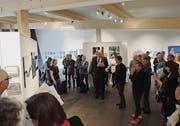 Laudator Werner Ritter würdigte die Vielseitigkeit der neuen Ausstellung in der Galerie L33. (Bild: Thorsten Thomssen)