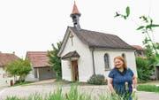 Rita Schürch, Präsidentin der Kapellgemeinde, vor der Kapelle Lanzenneunforn. (Bilder: Donato Caspari)
