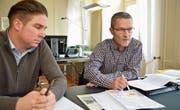 Gemeindeschreiber Reto Marty und Bauamtschef Martin Belz nehmen Stellung zu den Initiativen zum Erhalt der Thurfeldsiedlung. (Bild: Mario Testa)