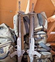 Die Ordonnanzwaffe darf weiterhin nach Hause genommen werden. (Bild: Benjamin Manser)