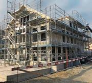 Die Arbeiten für den Neubau des Wohnheims Neufeld sind im Zeitplan. Ende Jahr soll das Gebäude fertig sein. (Bild: PD)