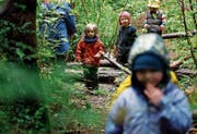 Im Wald lernen Kinder auf spielerische Art und Weise den Umgang mit der Natur. (Bild: Ted S. Warren/AP)