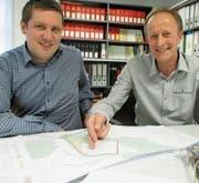 Gemeindeschreiber Edgar Schmid (rechts) wurde dieser Tage von Marco Stübi abgelöst. (Bild: PE)