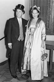 Ein Bild aus glücklichen Tagen: Eternit-Erbe Fritz Hatschek und Eva Margarita Hatschek 1951 am Opernball in Wien. (Bilder: PD)