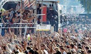 Das Wummern aus den Boxen ist auch eine akustische Manifestation gegen die Bravheit des Alltags. (Bild: WALTER BIERI (KEYSTONE) 10. August 2013)