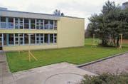Die Visiere stehen bereits. Ab dem kommenden Sommer sollen die Schüler im vorgesehenen Schulpavillon Fachunterricht besuchen. (Bilder: Martina Signer)