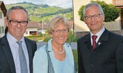 Reto Inauen, Hauptmann des Bezirks Appenzell, sowie Brigitte und Martin Breitenmoser. (Bild: wk)