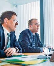 Mussten wegen eines Streites mit dem Bund Geld auf die hohe Kante legen: Finanzdirektor Jakob Stark (links) und Urs Meierhans, Chef der Finanzverwaltung. (Bild: Andrea Stalder)