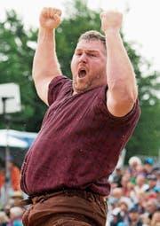 Christian Stucki: Der fast zwei Meter grosse Berner bringt 142 kg ins Sägemehl. (Bild: Thomas Delley/Keystone)