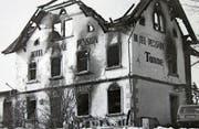 Am Morgen des 3. März 1983 präsentierte sich das einst stattliche Gebäude der «Tanne» als hässliche Brandruine. (Bild: Peter Eggenberger)