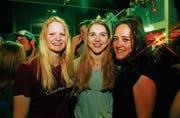 Nadja Högger, 18, Stephanie Baumgartner und Cassandra Lemmenmeier warten noch auf den perfekten Gentleman.