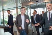 """In Empfang genommen wurde Alain Berset vom publizistischen Leiter Pascal Hollenstein sowie weiteren Leitungspersonen von """"Tagblatt"""" und """"Thurgauer Zeitung"""". (Bild: Ralph Ribi)"""