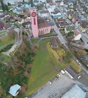 Auf der grünen Wiese neben der evangelischen Kirche, dort wo auch die Villa Zangger steht, soll ein Kirchgemeindezentrum gebaut werden.