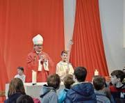 Bischof Felix Gmür leitete den Festgottesdienst. Hierfür füllte sich die Antoniuskirche mehr als bis auf den letzten Sitzplatz. (Bild: Christoph Heer)