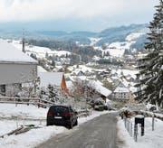 Schneebedeckte Strassen führten zu Unfällen wie in Teufen. (Bild: KPAR)