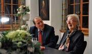 Schriftstellerin Helen Meier im Gespräch mit ihrem Biografen Charles Linsmeyer. (Bild: Simon Roth)