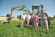 Die Investoren Josef und Urs Vetter sowie Erna und Max Siegfried flankieren Eschlikons Gemeindepräsidenten Hans Mäder. (Bild: Olaf Kühne)